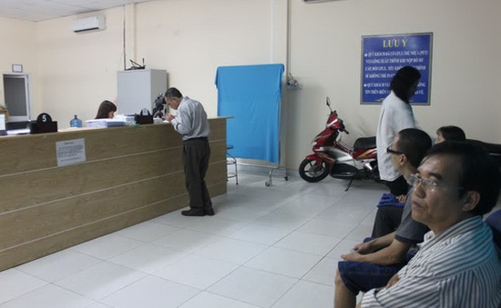 Nhiều điểm đổi giấy phép lái xe tại TP.HCM quá tải vì tin đồn