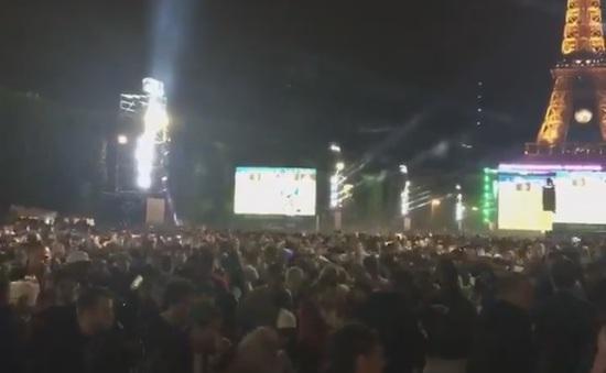 Nổ tại khu dành cho CĐV tại Paris, hàng trăm người hoảng loạn