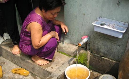 Nước máy nhiều quận ở TP.HCM bị đục, có màu lạ