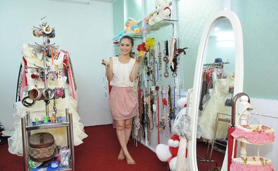 Choáng ngợp trước căn phòng chứa đầy trang sức và quần áo của Lương Bích Hữu
