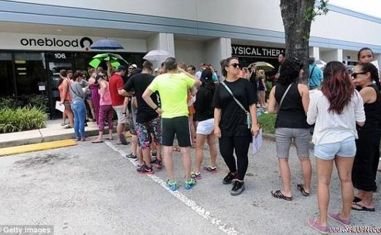 Người dân Mỹ xếp hàng dài hiến máu cứu nạn nhân vụ xả súng đẫm máu