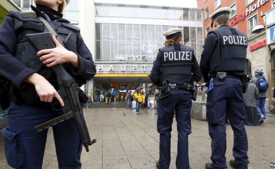 Đức dỡ bỏ cảnh báo khủng bố