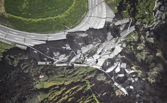 Đảo Kyushu ở Nhật Bản hoang tàn sau 2 trận động đất mạnh