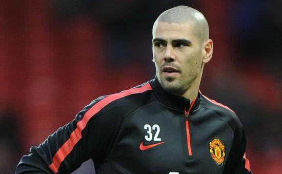 """Man Utd nhận """"hàng thải"""" Valdes trước thời hạn"""