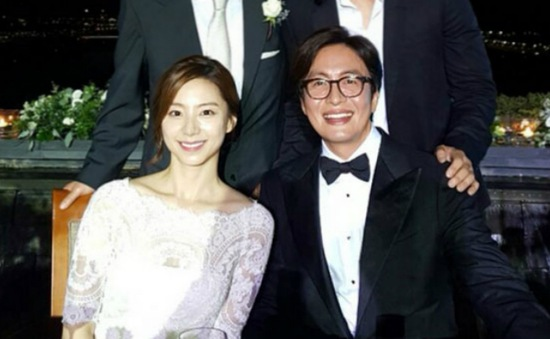 Bae Yong Joon lên chức bố ở tuổi 44