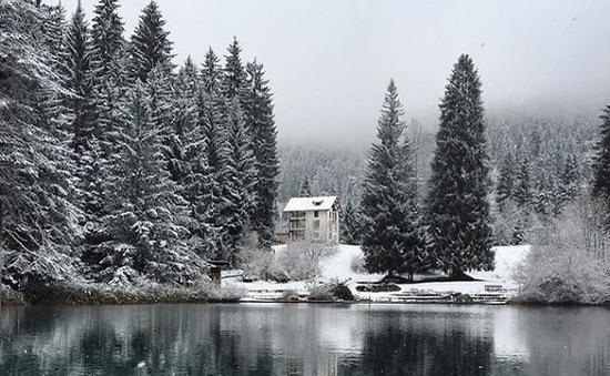 Núi rừng Thụy Sĩ đẹp mê hoặc trong những ngày lạnh giá