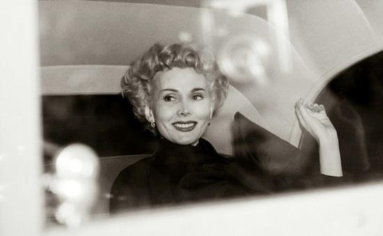 Nữ hoàng sắc đẹp Zsa Zsa Gabor qua đời ở tuổi 99