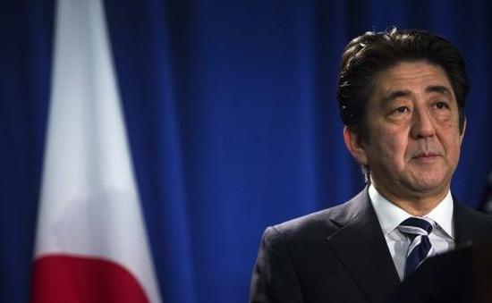 Nhật Bản hoãn tăng thuế tiêu dùng