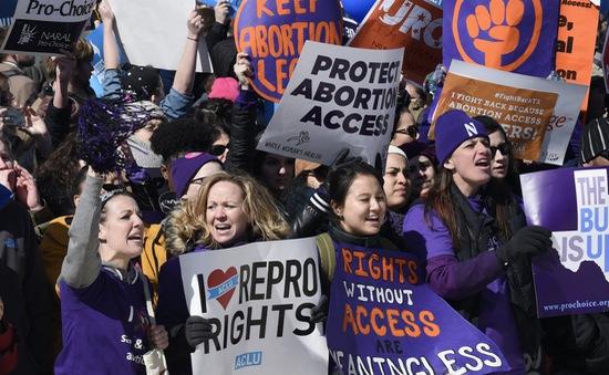 Tòa án Mỹ bác bỏ luật về quyền phá thai của bang Texas