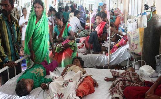 """Ấn Độ: Hơn 1.000 người ở New Delhi mắc bệnh """"đi khom lưng"""""""