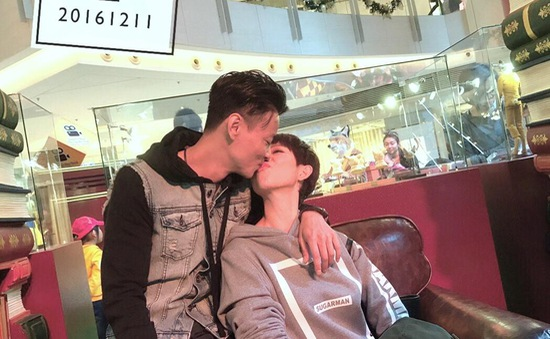 Thái Thiếu Phân khoe ảnh thân mật với chồng