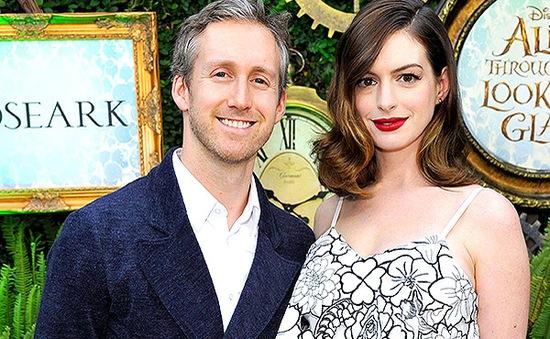 Anne Hathaway được chồng ca tụng như nữ thần