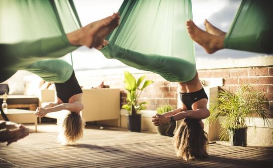 Tập Yoga trên… võng