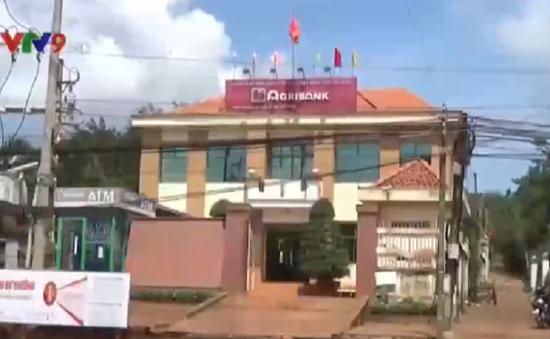 Bình Phước chưa khởi tố vụ đánh người, giật 350 triệu đồng trước cửa ngân hàng