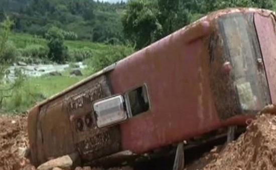 Trung Quốc: Lở đất chôn vùi xe bus, 23 người thương vong