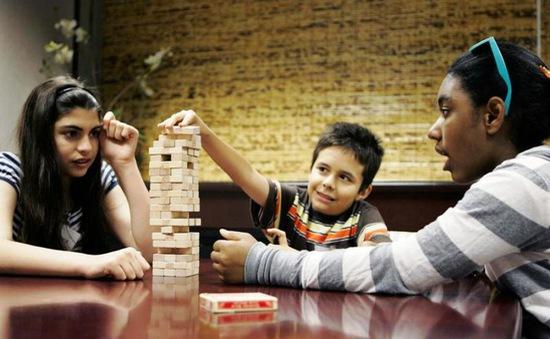 Tạo cơ hội giao tiếp - Yếu tố cần thiết đối với trẻ tự kỷ