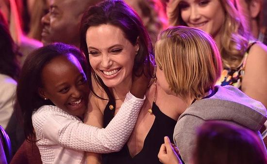 Angelina Jolie quyết giành quyền nuôi con, không thèm trợ cấp của Brad Pitt