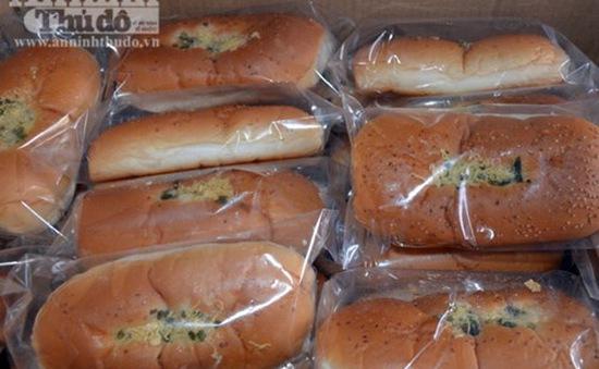 Quảng Ngãi: Phát hiện cơ sở sản xuất bánh không phép, sử dụng nguyên liệu quá hạn
