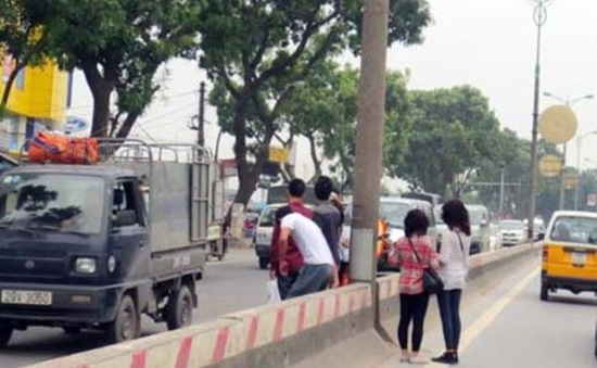 Hôm nay 1/2, bắt đầu xử phạt người đi bộ vi phạm giao thông