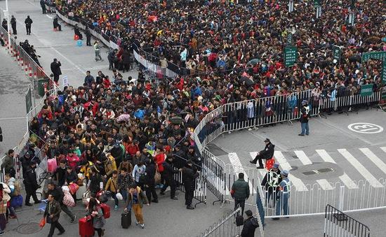 Người dân Trung Quốc: Đường về quê nhà vẫn còn rất xa