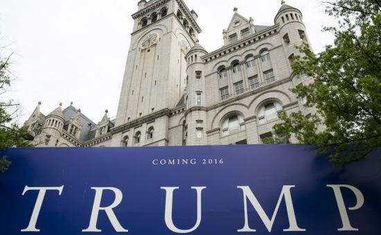 Ứng viên Donald Trump khai trương khách sạn gây tranh cãi