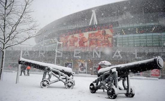 Vì sao giải Ngoại hạng Anh không nghỉ đông?