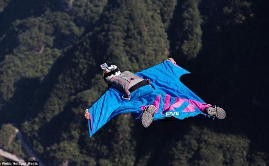 Ngắm nhìn cảnh đẹp trong cuộc thi Wingsuit lớn nhất châu Á