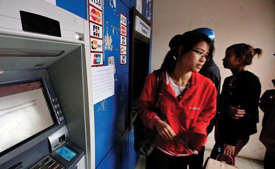 Máy ATM bị nghẽn: Do lượng giao dịch tăng đột biến?