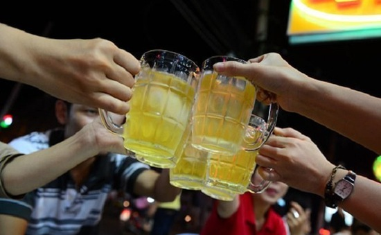 Uống nhiều bia rượu, bệnh gan... cận kề