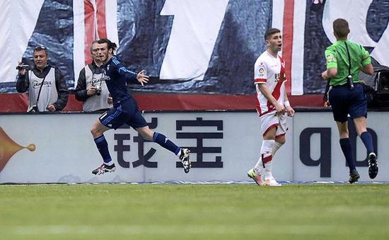 """Thắng hú vía """"đàn em"""", Real Madrid dẫn đầu La Liga"""