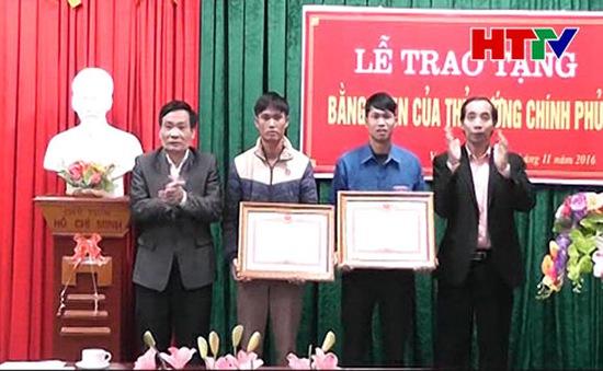 Tặng bằng khen 2 cá nhân cứu người trong lũ tại Hà Tĩnh