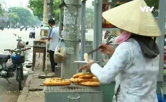 Bánh mì đường phố: Khó kiểm soát an toàn thực phẩm