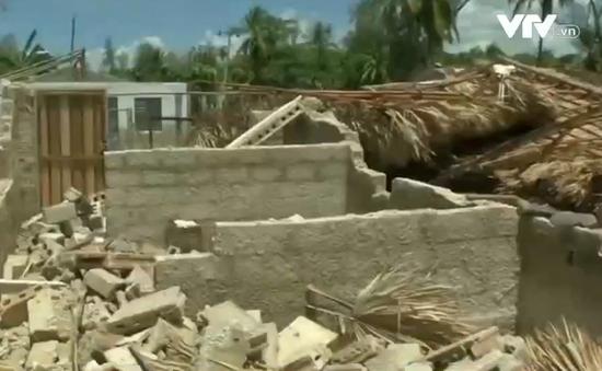 """""""Cột nước"""" cao ngất phá hủy hơn 30 tòa nhà ở Cuba"""