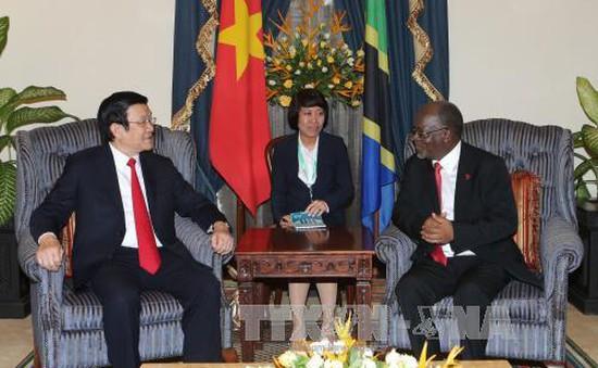 Chủ tịch nước Trương Tấn Sang và Tổng thống Tanzania gặp gỡ với báo chí