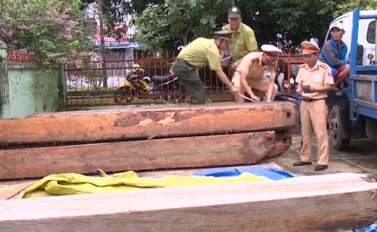 CSGT Thừa Thiên - Huế liên tiếp phát hiện xe tải chở gỗ lậu