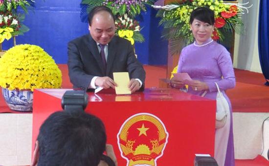 Thủ tướng Nguyễn Xuân Phúc bỏ phiếu bầu cử tại Hải Phòng