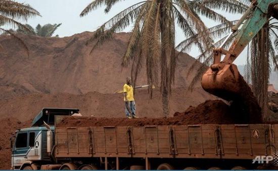 Malaysia cấm khai thác bauxite thêm 3 tháng