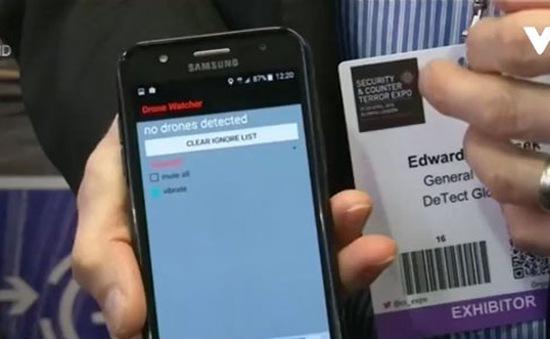 Theo dõi thiết bị bay không người lái từ điện thoại di động