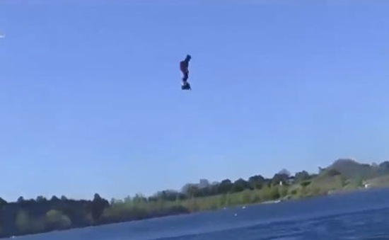 Flyboard Air - Ván trượt biết… bay