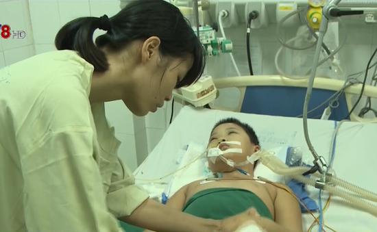 Thắt lòng hoàn cảnh cháu bé 8 tuổi nguy kịch vì bệnh hiếm gặp
