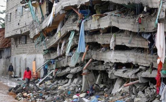 Sống sót kỳ diệu sau 6 ngày bị kẹt trong vụ sập nhà ở Kenya