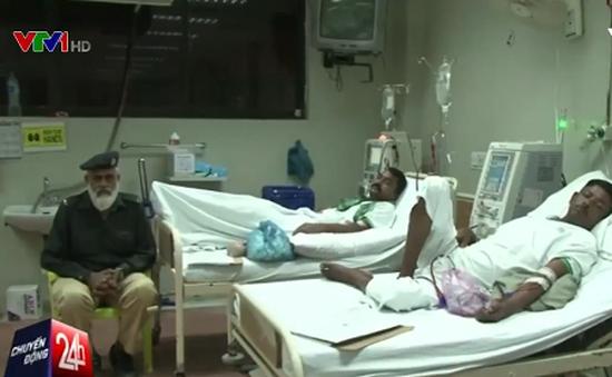 Bác sỹ điều trị miễn phí cho bệnh nhân nghèo tại Pakistan