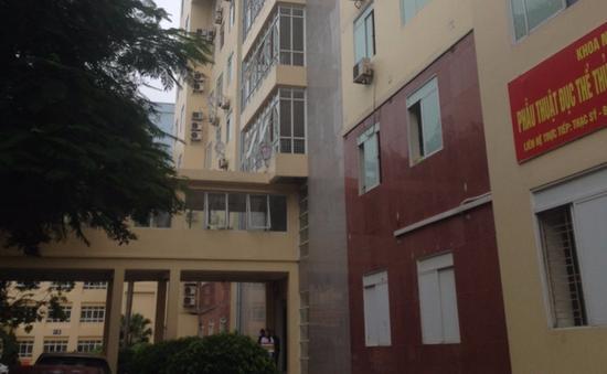 Hà Nội: Người đàn ông rơi từ tòa nhà bệnh viện cao 9 tầng tử vong