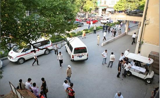 Các bệnh viện siết chặt dịch vụ thuê ngoài