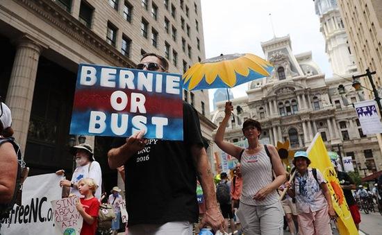 Mỹ: Đảng Dân chủ chia rẽ vì bê bối email