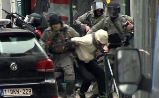 Cảnh sát Bỉ giữ một sinh viên ngành bức xạ nghi có bom