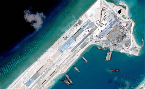 Mỹ cảnh báo máy bay Trung Quốc hạ cánh ở đá Chữ Thập
