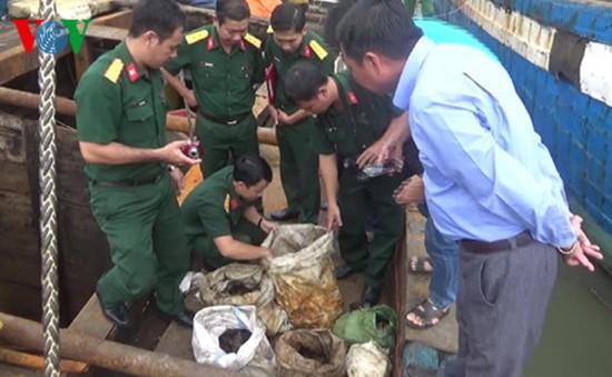 Tiền Giang tạm giữ tàu vận chuyển lậu nhiều vật liệu nổ