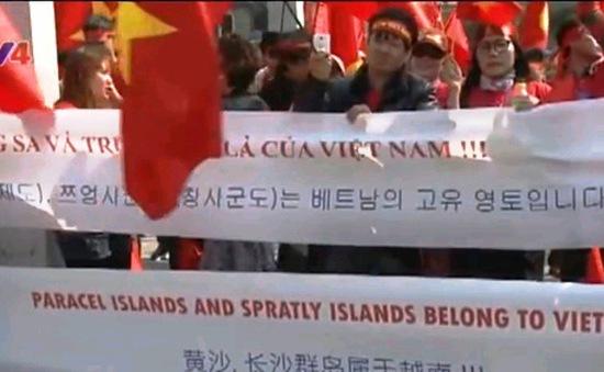 Người Việt tại Hàn Quốc phản đối Trung Quốc gia tăng quân sự ở Biển Đông