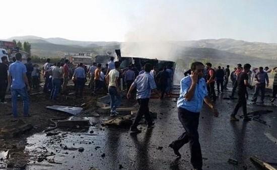 Đánh bom xe khiến 6 cảnh sát Thổ Nhĩ Kỳ thiệt mạng